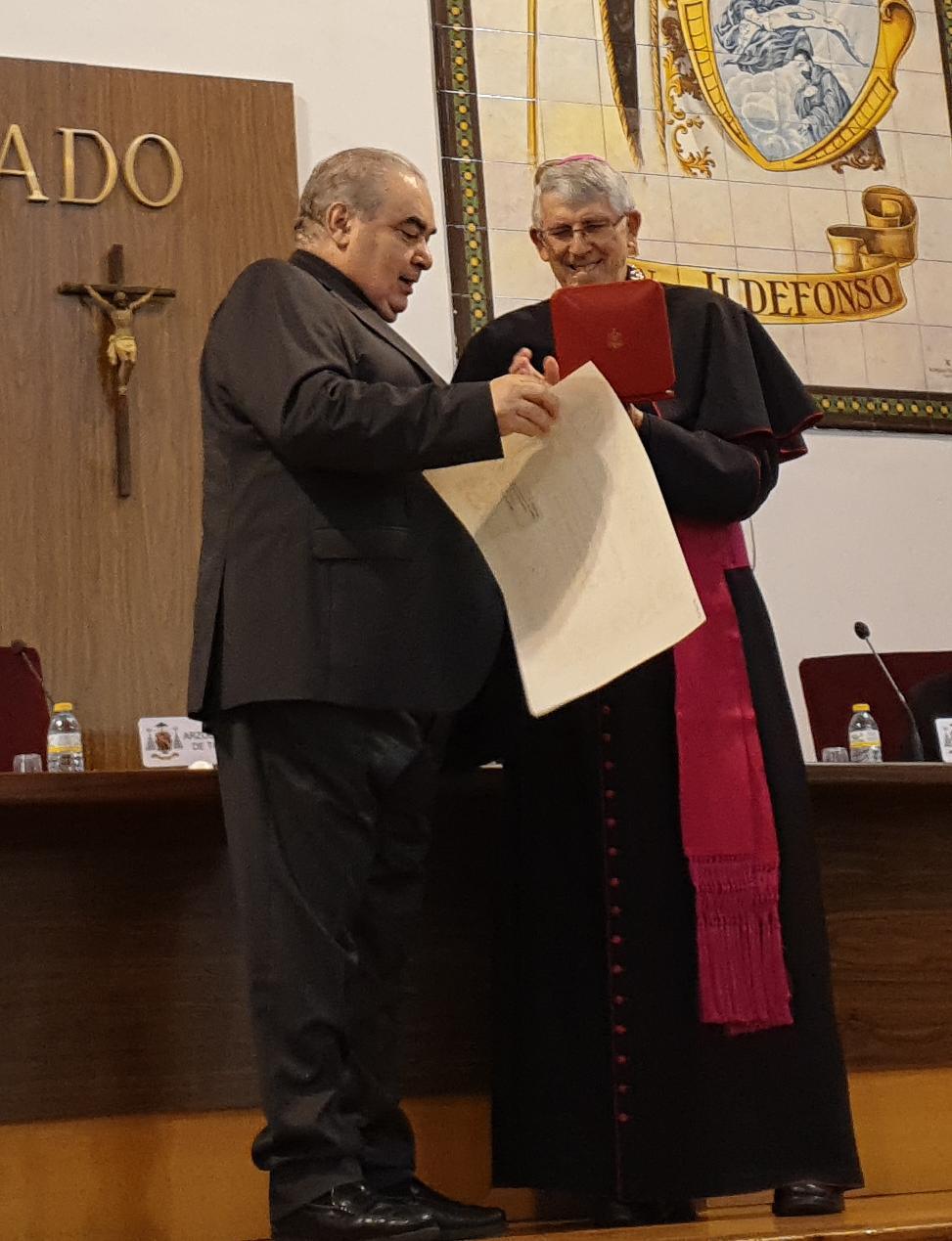 Entrega de la Cruz «pro Ecclesia et Pontifice» a D. Eugenio Isabel Molero