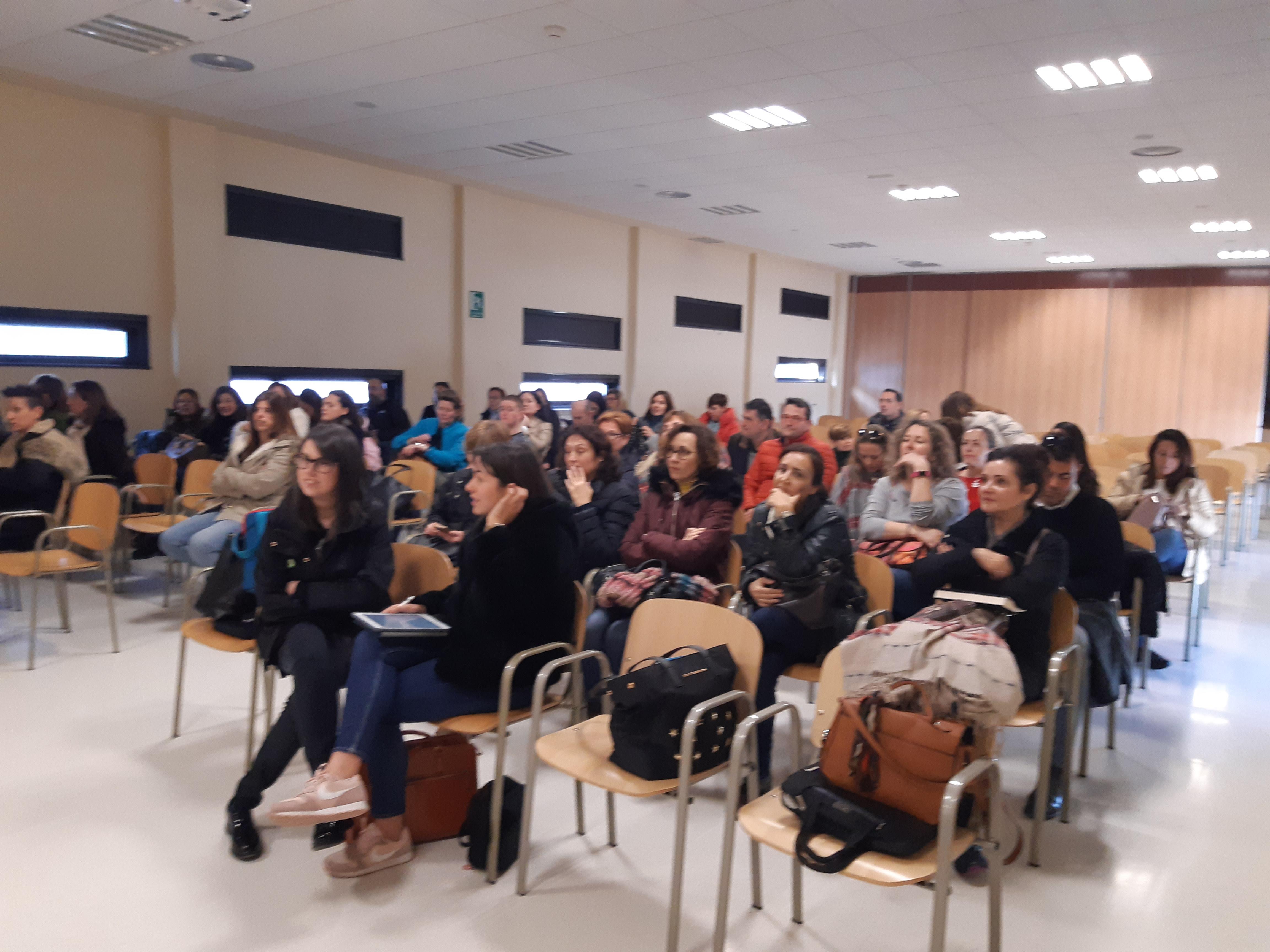 PROYECTO ACOMPAÑA: PELIGRO Y RIESGOS DE LAS REDES SOCIALES